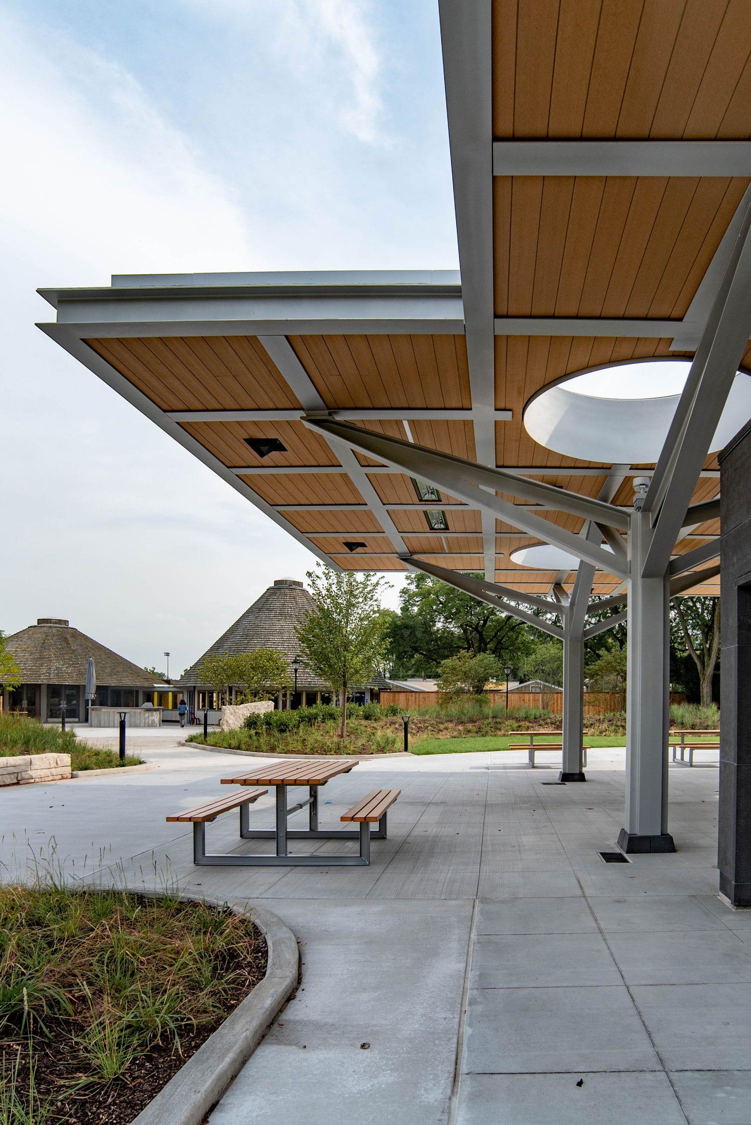 hamill-family-nature-plaza-926d